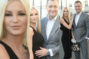 Dumny Rozenek z Roxi na ramieniu pozuje fotografom (ZDJĘCIA)