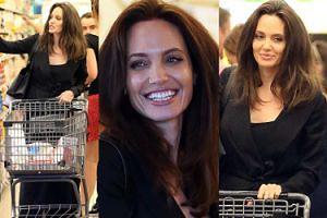 Angelina Jolie uśmiecha się do paparazzi i kupuje organiczne jajka. Przytyła? (ZDJĘCIA)