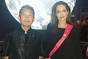 """Angelina Jolie spotyka się z... KAMBODŻAŃSKIM DJ-em? """"Poznali się na imprezie"""""""