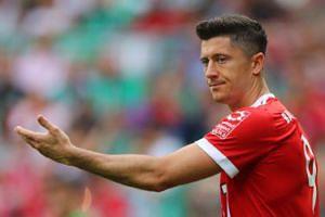 """Szef Bayernu grozi Lewandowskiemu: """"Jeśli ktoś publicznie atakuje klub, to będzie miał ze mną do czynienia"""""""