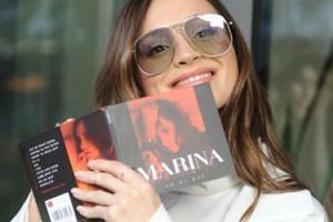"""Fani krytykują występ Mariny: """"Jęczy jakby miała zatwardzenie!"""""""