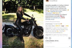 Marcelina Zawadzka pręży się na motocyklu