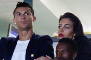 """Ronaldo oświadczył się ciężarnej Georginie? """"Wszystko wskazuje, że to pierścionek zaręczynowy"""" (FOTO)"""