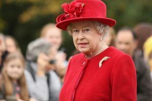 Elżbieta II miga się od płacenia podatków? Wyprowadziła 10 MILIONÓW FUNTÓW na Kajmany!