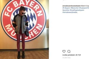 Lewandowska pozuje na tle herbu Bayernu (FOTO)