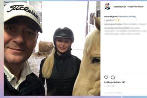Jacek Rozenek pozuje z Gąską i koniem