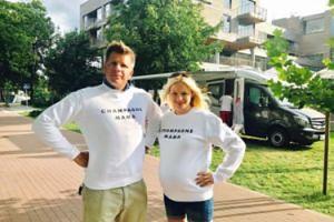 Filip Chajzer z partnerką w ciąży promują własną markę odzieżową (FOTO)