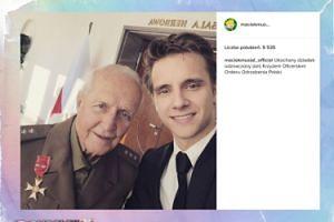Maciej Musiał na zdjęciu z dziadkiem