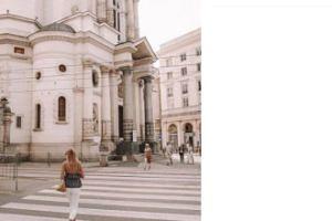 Skromna Jessica Mercedes idzie do kościoła (FOTO)