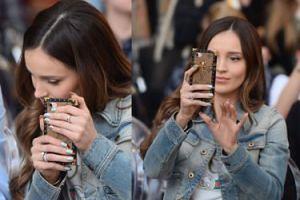 """Marina tłumaczy się z robienia selfie na trybunach: """"Zdjęcia powstają PRZED MECZEM!"""""""