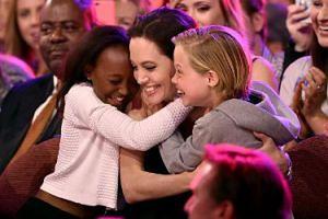 """Angelina Jolie może STRACIĆ PRAWO DO OPIEKI NAD DZIEĆMI. """"Sędzia orzekł, że brak kontaktu z ojcem jest dla nich szkodliwy"""""""