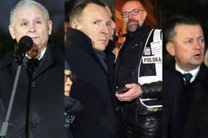 """Kaczyński, Kurski i... Kijowski na obchodach 90. miesięcznicy smoleńskiej. """"Smoleńsk - PAMIĘTAMY!"""" (ZDJĘCIA)"""