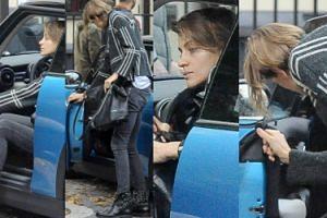 Renulka podziwia swoją urodę w lusterku samochodowym (ZDJĘCIA)