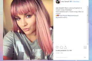 Ewa Farna w różowej peruce kusi fanów na Instagramie
