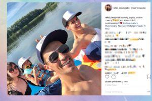 """Cieszyński z żoną pozdrawia z kajaków: """"Szmery, bajery, wodne rowery"""""""