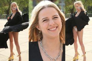 Niesforna sukienka Jess Mercedes tańczy na wietrze i odsłania coś jeszcze... (ZDJĘCIA)