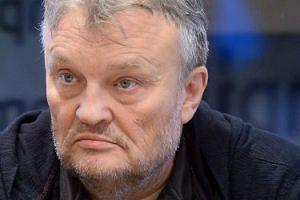 """Cugowski chwali się emeryturą: """"Dzięki pani minister dostaję tysiąc złotych z kawałkiem"""""""