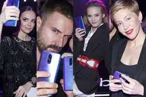 """Celebryci """"kreatywnie"""" pozują z telefonami: Wendzikowska, Stramowski, Sawczuk, Warnke... (ZDJĘCIA)"""