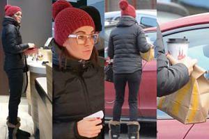 Agnieszka Radwańska zamawia kawę i przekąski na wynos w restauracji McDonald's (ZDJĘCIA)