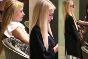 Nieumalowana Paris Hilton wstrzymuje łzy podczas wizyty u fryzjera (FOTO)