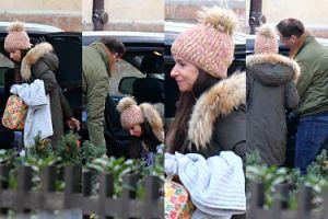 Rozczuleni Marta Kaczyńska i jej nowy mąż wpatrują się w syna pod domem (ZDJĘCIA)