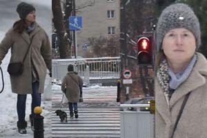 Radna Monika Jaruzelska przebiega z psem na czerwonym świetle (ZDJĘCIA)