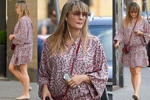 Ciężarna Małgosia Socha spaceruje po mieście we wzorzystej sukience (ZDJĘCIA)