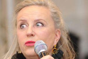 """Janda pokazuje donos niezadowolonego widza: """"Pani miejsce jest nie w teatrze, a PRZY BUDCE Z PIWEM!"""""""