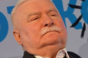 """Wałęsa nazwał 500+ ochłapem, Cenckiewicz ripostuje: """"BRAŁ 500+ OD SB!"""""""