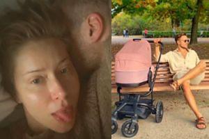 Jesieniarski Piotr Stramowski reklamuje dziecięcy wózek i opala nóżki w parku