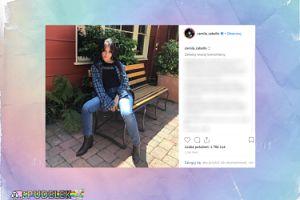 Rozkraczona Camila Cabello pozuje na ławce