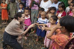 Angelina Jolie ADOPTUJE SIÓDME DZIECKO?!