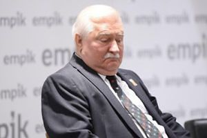 Lech Wałęsa NIE ODWIEDZA swoich siedzących za kratkami wnuków!