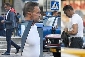 Umięśniony Pazura i jego droga fura. Aktor wysiadł z porsche za 350 tysięcy złotych i prężył muskuły (ZDJĘCIA)