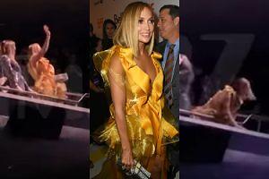 """Jennifer Lopez prawie WYPADŁA Z BALKONU na premierze """"Ślicznotek""""! (WIDEO)"""