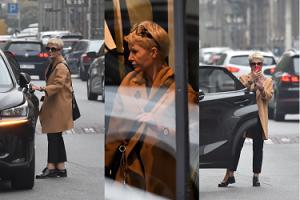 Joanna Racewicz zostawia auto na ulicy i biegnie do butiku. WKURZYŁA SIĘ... (ZDJĘCIA)