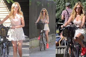 Ruchała kołysze się na rowerze po warszawskich ulicach
