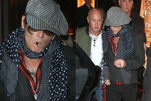 Wyluzowany Johnny Depp opuszcza klub z cygarem w ustach (ZDJĘCIA)