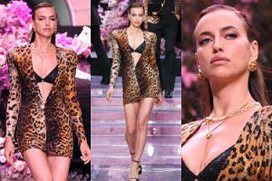 Irina-singielka odsłania dekolt na wybiegu Versace! (ZDJĘCIA)
