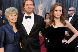 """Matka Brada Pitta NIENAWIDZI Jolie: """"Angelina zniszczyła życie jej synowi"""""""
