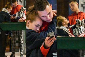 Zakochani Adam Zdrójkowski i Wiktoria Gąsiewska wpatrują się w telefon po imprezie urodzinowej aktora (ZDJĘCIA)