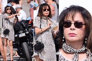 Trojanowska w sukience z lamparcimi cętkami pozuje z motocyklami (ZDJĘCIA)