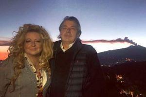 """Magda Gessler pozuje na tle wulkanu, który spowodował trzęsienie ziemi: """"Etna... bbb pięknie"""""""