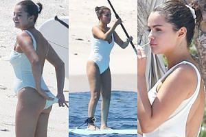Szczęśliwa Selena Gomez bawi się na wyjeździe panieńskim kuzynki w Meksyku (ZDJĘCIA)