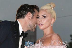 Lady Gaga ma NOWEGO CHŁOPAKA? Została przyłapana na czułościach w restauracji... (FOTO)
