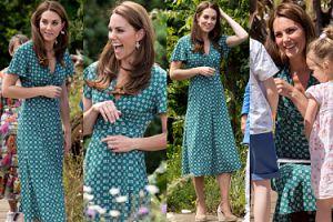 Urocza Księżna Kate w sukience za 1300 złotych pomaga dzieciom szukać skarbu ogrodzie (ZDJĘCIA)