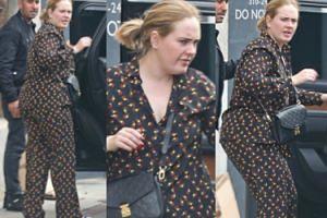 Naturalna Adele snuje się po Beverly Hills… w piżamie i bez cienia makijażu (FOTO)