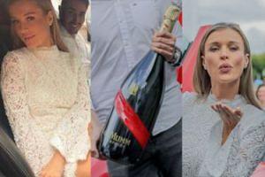Rozentuzjazmowana Joanna Krupa pozuje z wielką butlą na regatach