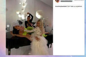 Dziwne zdjęcie rodzinne Kardashianek