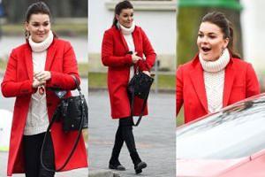 Agnieszka Radwańska w czerwonym płaszczu wsiada do Porsche za milion złotych (ZDJĘCIA)